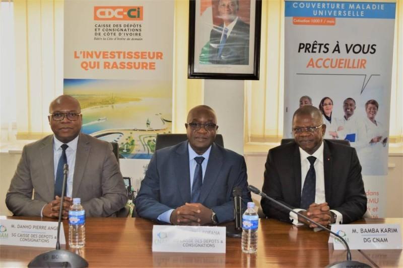 Fofana Lassina, directeur général de la Cdc-Ci (centre) et Bamba Karim, directeur général de la Cnam (gauche). (DR)
