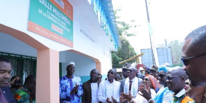 La remise officielle des clés des salles a été faite en présence du ministre Adama Koné et de Dramane Coulibaly, directeur général de la Lonaci. (DR)