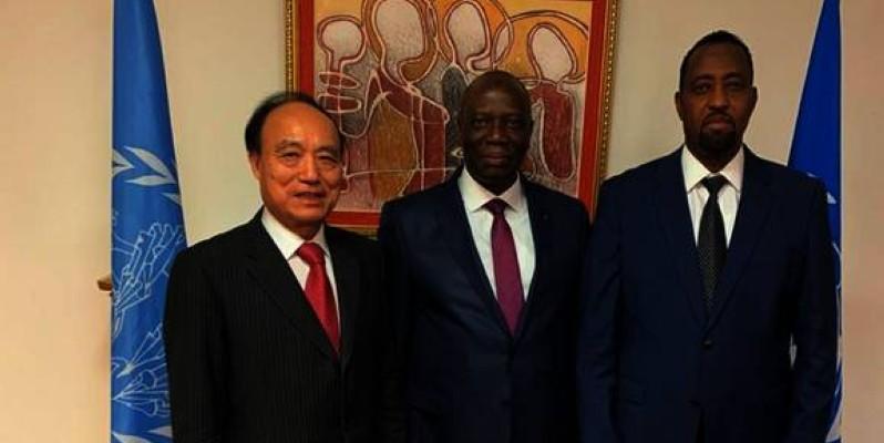 Le ministre Mamadou Sanogo (au centre) s'est entretenu avec le directeur général de l'Upu, Bishar Hussein (à droite) et le secrétaire général de l'Union internationale des télécommunications, Houlin Zhao. (DR)