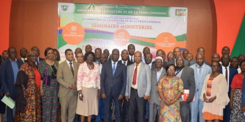 Le ministre de la Culture et de la Francophonie, Maurice Bandaman (au centre), a salué le travail des participants au séminaire.(DR)