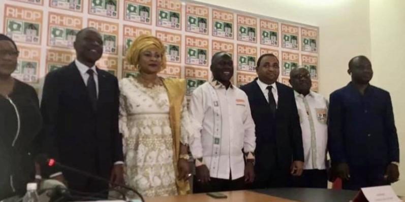 Trazéré Olibé Célestin, entre Adama Bictogo et le ministre Amadou Koné a dit être contente de retrouver sa famille.  PHOTO: DR