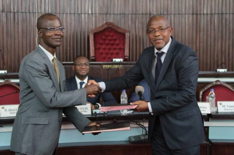 La cérémonie a été marquée par la signature d'une convention entre l'institut et l'hémicycle, matérialisant le soutien porté à ces étudiants sur 5 ans. (SEBASTIEN KOUASSI)