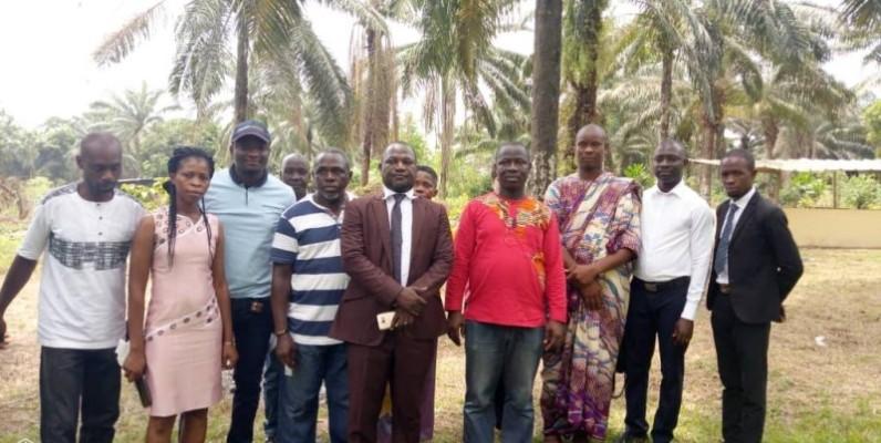 Gaye Deh Alexandre et Aimé Bédi Koua (5e et 7e à partir de la gauche) ont invité les producteurs à se mobiliser pour participer massivement à la compétition. (DR)
