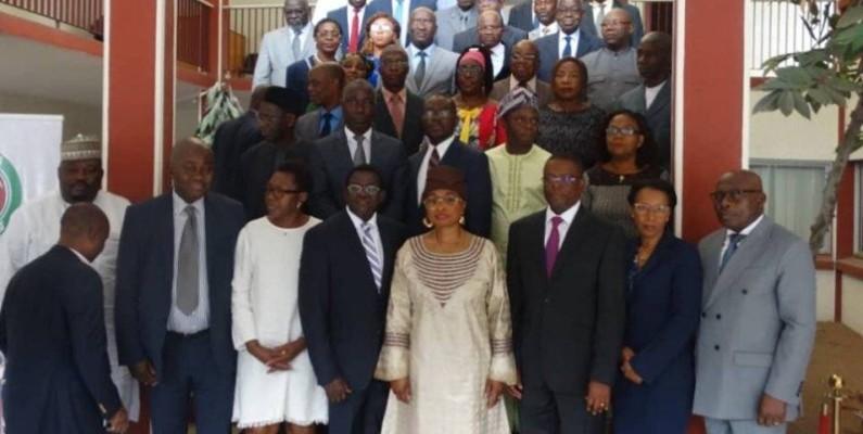 Une photo de famille entre la délégation de la Cedeao et les juges de la Cour suprême. (DR)