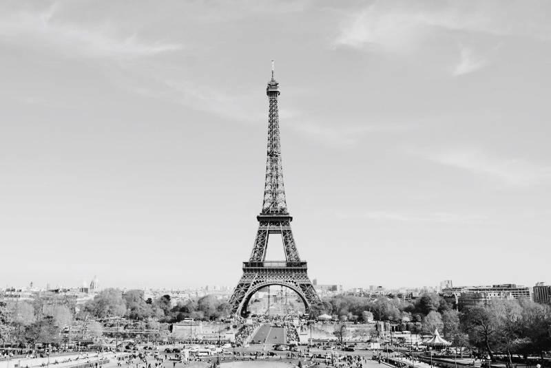 La tour Eiffel est une tour de fer puddlé de 324 mètres de hauteur (avec antennes) située à Paris. (DR)