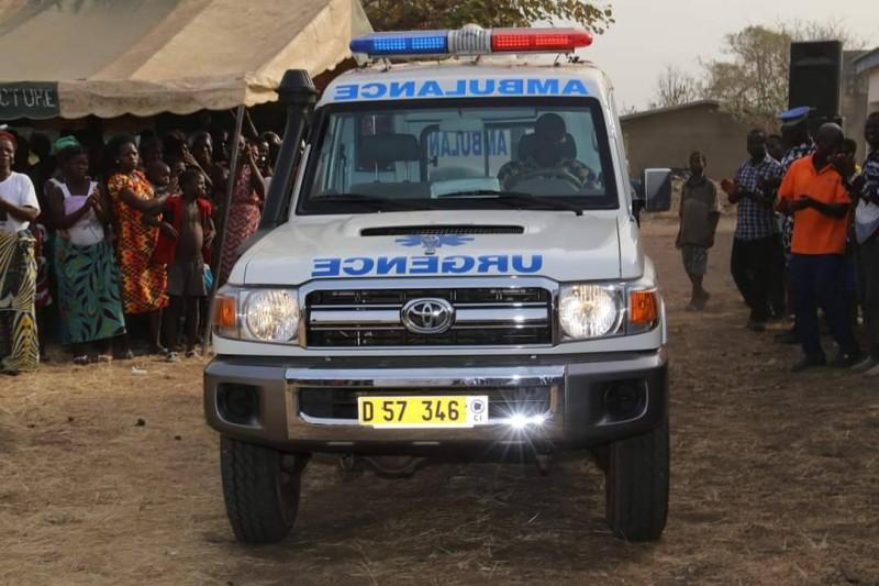 L'ambulance offerte par le ministre Sidi Touré à la Sous-préfecture de Kondrobo (DR)