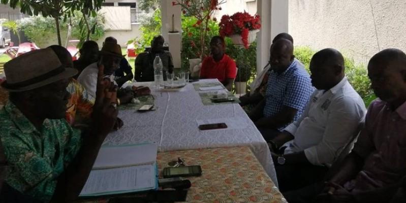 Les représentants des familles propriétaires de la parcelle, lors de la conférence de presse. (Dr)