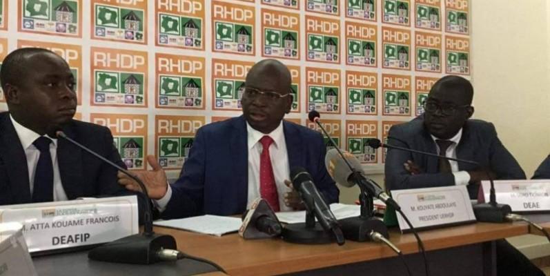 Abdoulaye Kouyaté, Président de l'Union des Enseignants RHDP Au milieu, estime que les actions du gouvernement sont à saluer. (DR)