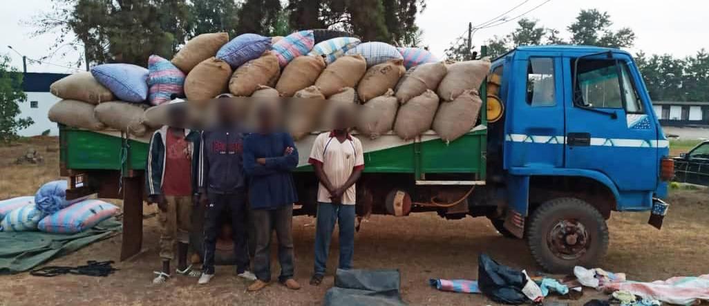 Le camion de produits intercepté par la gendarmerie nationale (DR)