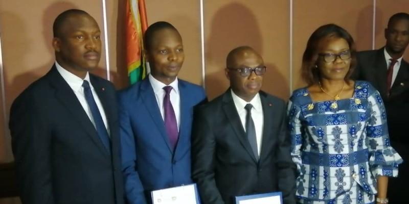 L'administrateur de l'Aej (2e à partir de la gauche) et le directeur de l'Ins encadré par les ministres Mamadou Touré et Nialé Kaba. (photo : D.R)