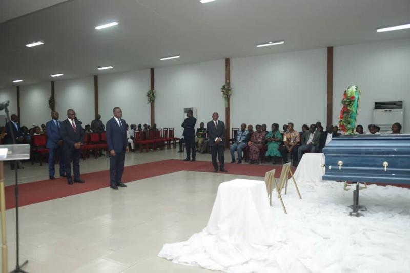 Le ministre des Transports Amadou Koné représentait le gouvernement à la levée du corps. (Dr)