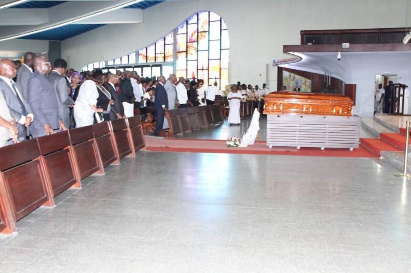 Des personnalités sont venus rendre hommage au défunt et soutenir la famille éplorée Photos Joséphine Kouadio