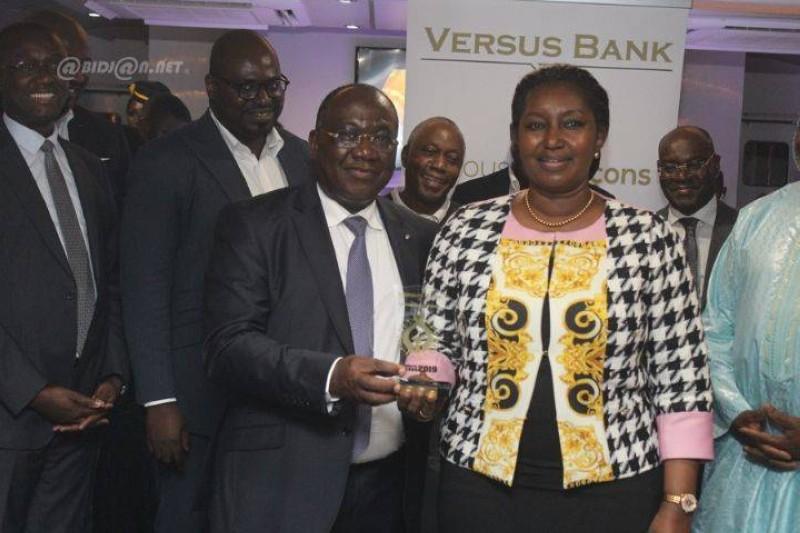 Le directeur général de Versus Bank, Ehui Jerôme exprime sa reconnaissance à ses clients. (DR)