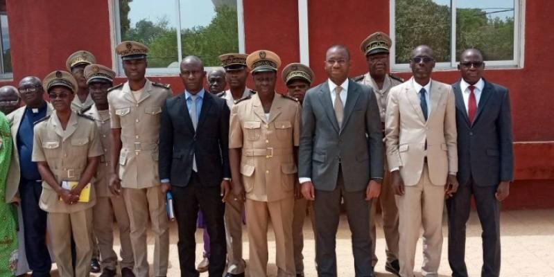 Le ministre Sidi Touré entouré des autorités préfectorales et locales, après la visite. (Dr)