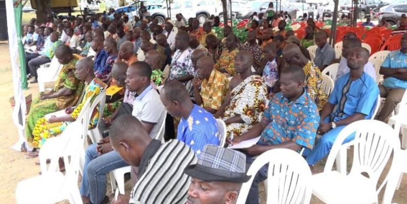 Les populations sont sorties nombreuses pour écouter la délégation de l'Afor. (DR)