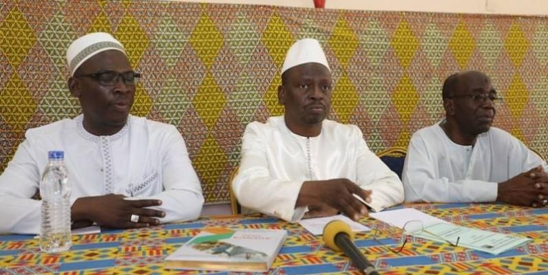 Kouyaté Abdoulaye, président de l'Ue-Rhdp (au centre) et ses collègues ont également réitéré leur attachement au Président du Rhdp. (DR)