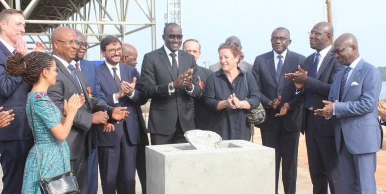 Le ministre Abdourahmane Cissé (au centre), à l'occasion de la pose de la première pierre de l'extension de la centrale thermique d'Azito (phase 4), a au nom du gouvernement, félicité toutes les parties prenantes pour leur implication dans le démarrage du projet. (DR)