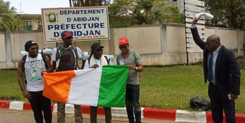 Coup d'envoi de la marche devant la préfecture d'Abidjan. (Dr)