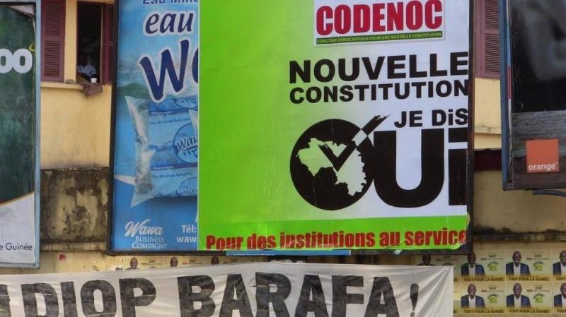 Une affiche de campagne à Conakry pour le référendum sur la nouvelle Constitution. (DR)