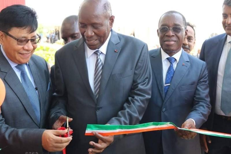 Le vice-Président Daniel Kablan Duncan a coupé le ruban symbolique, donnant ainsi le coup d'envoi des activités de la société « Africure ». (DR)