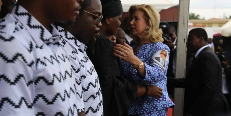La Première dame, Dominique Ouattara a également apporté son soutien à la famille éplorée. (DR)
