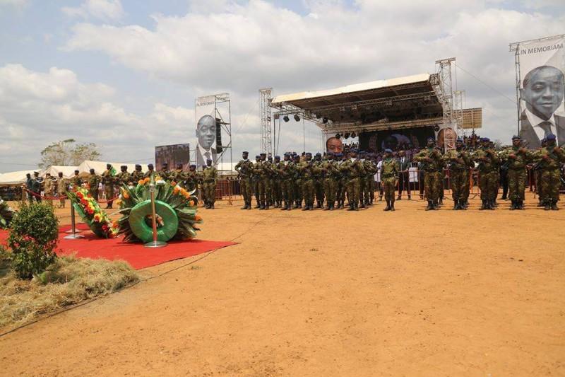 Avant son inhumation, l'ancien président du Cesec a eu droit à un dernier hommage militaire. (DR)