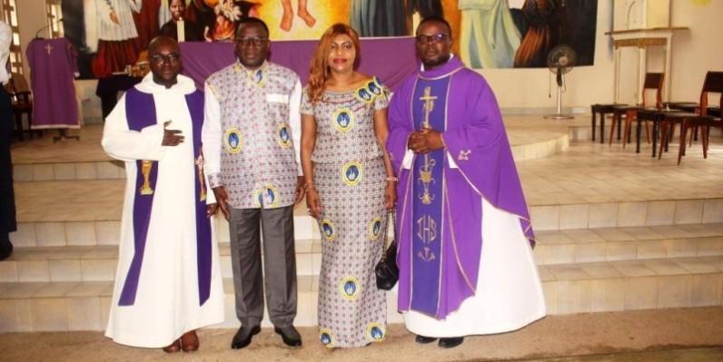 Le ministre des Soprts et son épouse et les dirigeants du petit séminaire de Bingerville (DR)