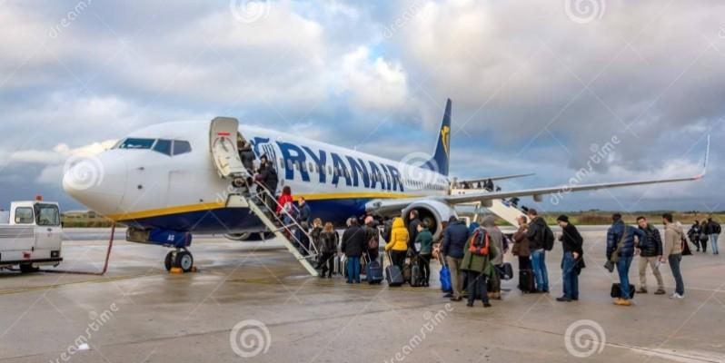 Des passagers montant à bord d'un avion. (DR)