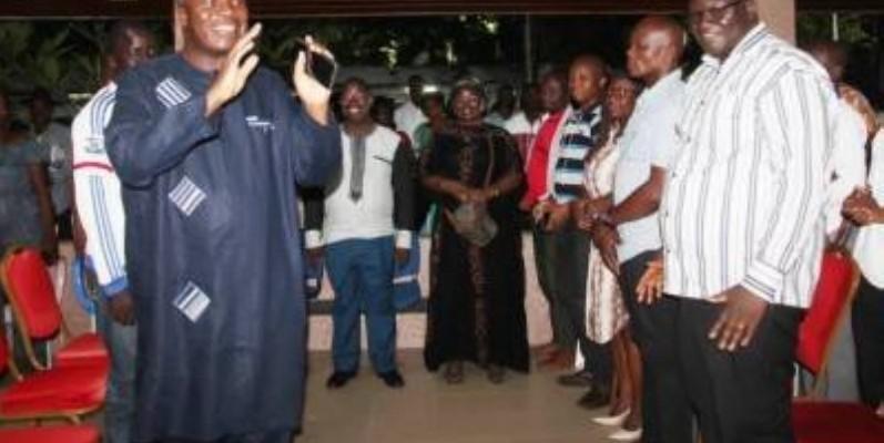 Mabri et ses collaborateurs ont échangé pendant plusieurs heure, samedi. (Photo d'archives)