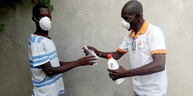 Lavage des mains, utilisation de gels hydro-alcooliques, port de cache-nez, la plate-forme sensibilise aux bonnes pratiques. (DR)