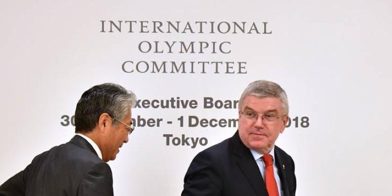 Le président du Cio,Thomas-Bach (à droite) et le patron du comité national olympique japonais, TsunekazuTakedade, devront patienter avant de faire la fête à Tokyo. (DR)