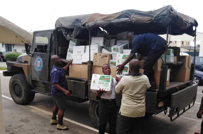 Un important matériel d'hygiène a été offert à la direction de la santé des armées par la Chambre de commerce et d'industrie libanaise de Côte d'Ivoire. (DR)