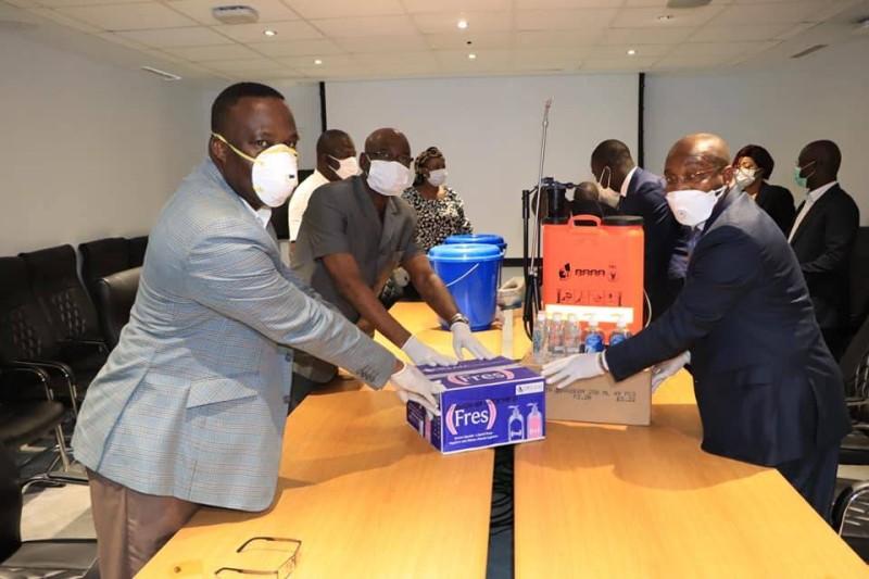 Le geste de Siandou Fofana participe de la conjugaison des efforts et sacrifices de tous face à cette guerre contre la pandémie virale  (DR)