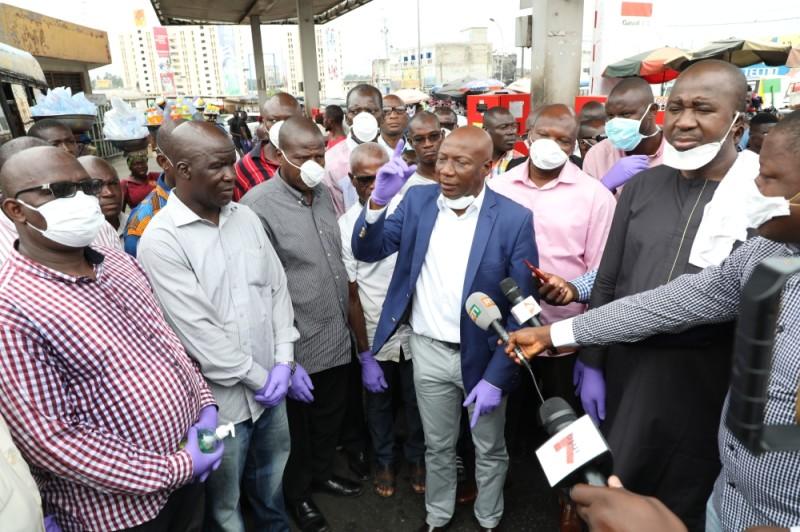 Ibrahim Diaby (veste bleue), directeur général du Haut conseil, a décortiqué le message du Chef de l'État auprès de ses collègues. (DR)