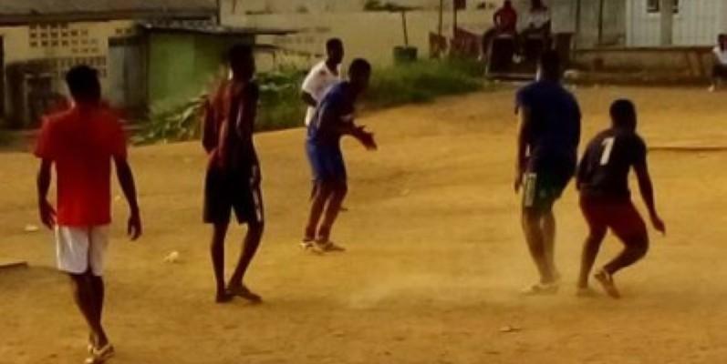 Ces jeunes jouent au football malgré les mesures contre le covid-19 (Bavane)