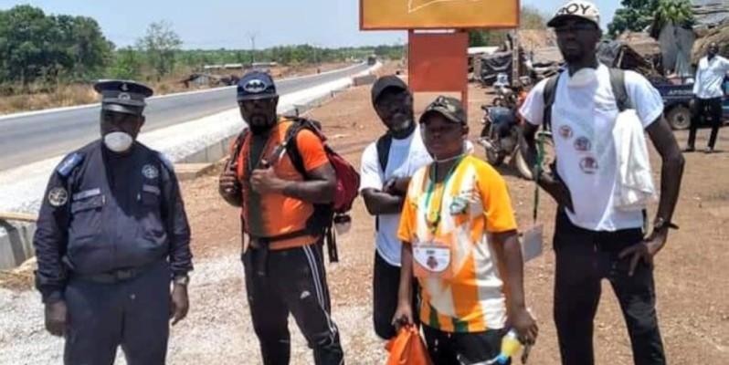 Les Marcheurs de la Paix lors de l'escale de Tiébissou. (DR)