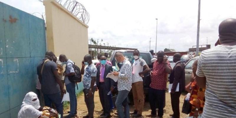 L'impatience se lit sur les visages des demandeurs d'autorisation de sortie. (Dr)