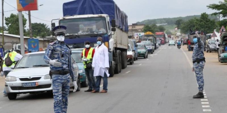 Un des postes de contrôles des forces de l'ordre pour faire appliquer la mesure d'isolement du Grand Abidjan. (Joséphine Kouadio)