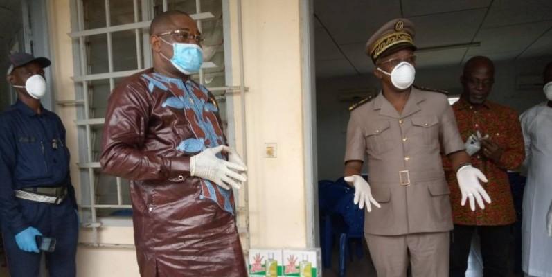 Le préfet du département de Duékoué (à droite) appelle au calme. (DR)