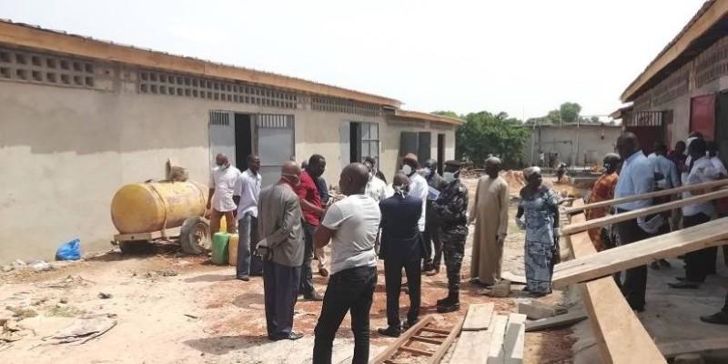 Réception de 12 magasins par le maire de Bouaké, Nicolas Djibo. (AIP)