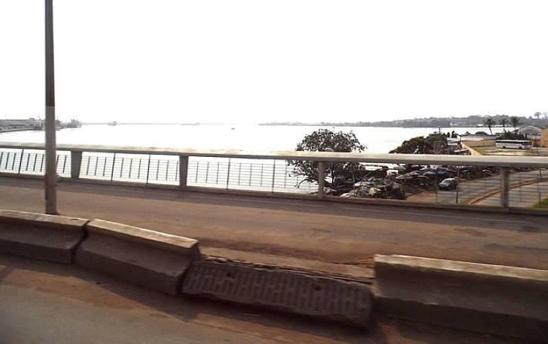 Mis en service en 1957, il relie avec le pont Général-de-Gaulle, Abidjan Nord à Abidjan Sud. (DR)