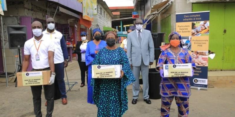 Au second plan, le Dg de la Bpci, la députée Ami Toungara, le ministre François Amichia et les bénéficiaires. (DR)