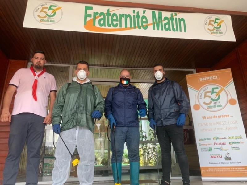 Désinfection de Fraternité Matin par l'équipe de l'Association Bienfaisance et Entraide de Houssam Zorkot. (DR)