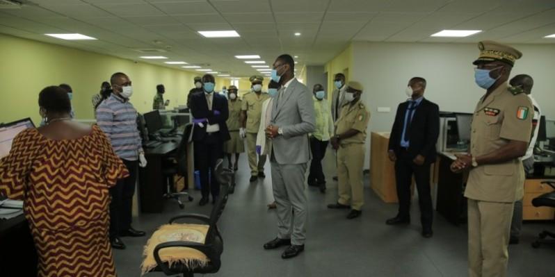 Le ministre auprès du Premier ministre chargé du Budget et du Portefeuille de l'Etat, Moussa Sanogo, a galvanisé les cadres des Douanes, lors de sa visite à la Direction de l'analyse des risques du renseignement et de la valeur (DARRV) des Douanes. (DR)