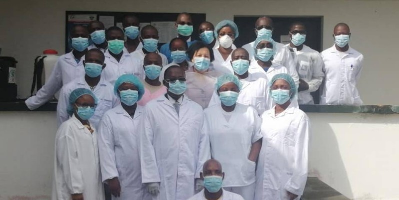 Ce mardi 7 Avril 2020, le Ministre de la Santé et de l'Hygiène Publique s'est rendu à l'Institut Pasteur de Côte d'Ivoire pour encourager l'équipe d'experts ivoiriens au cœur de cette lutte contre le COVID-19. C'est ici que les tests sont réalisés.  Ministère de la Santé et de l'Hygiène Publique