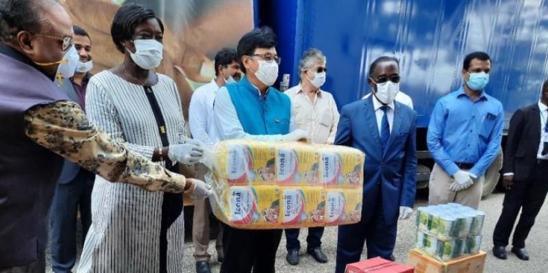Remise symbolique du don de l'ambassade de l'Inde et de sa communauté vivant en Côte d'Ivoire. (Dr)