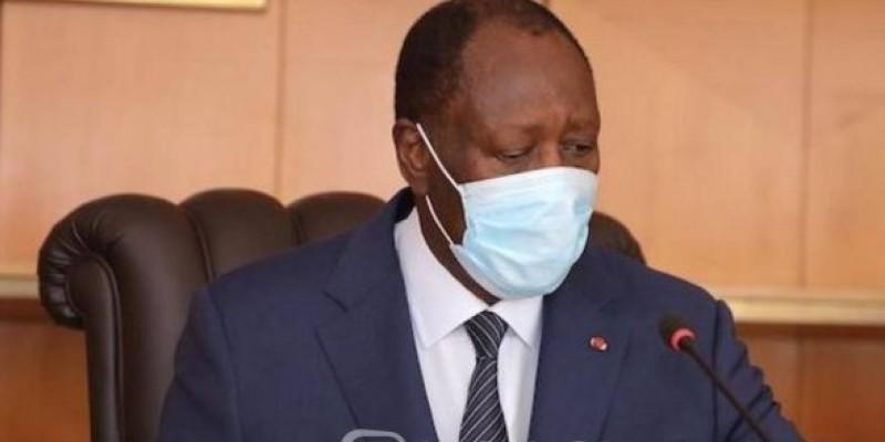 Le Président Ouattara donne l'exemple en portant un masque. (Dr)