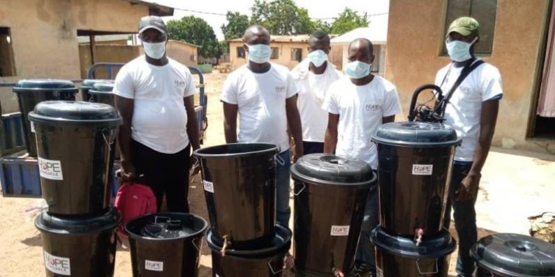 L'Ong Hope Denguélé a offert des kits à Odienné. (DR)