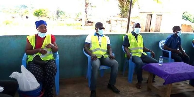 Ces jeunes bénévoles ont sillonné, de mercredi à jeudi, 16 villages de la commune de Bangolo pour expliquer la pandémie en langue locale. (DR)