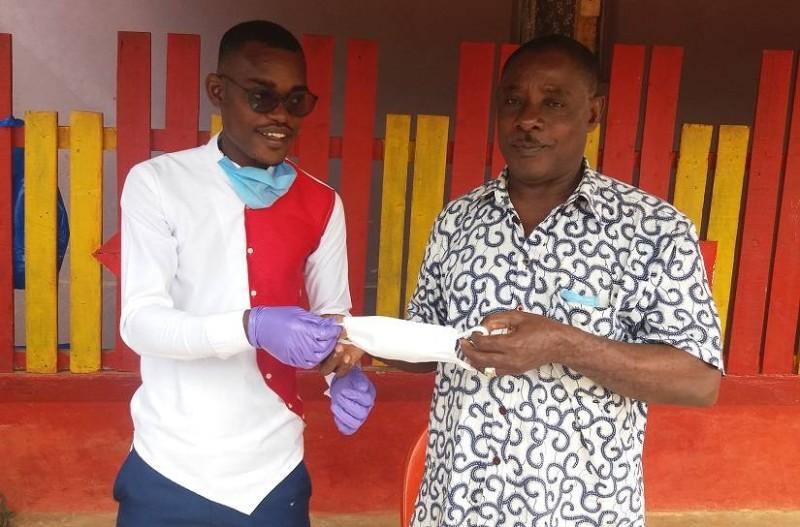L'AJDAB a offert à la population d'Abobodoumé, des kits sanitaires. (DR)